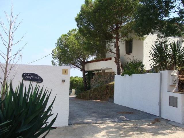Location d 39 une villa avec piscine priv e llan a costa - Location villa costa brava avec piscine privee ...